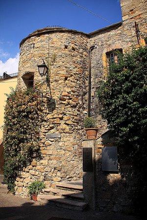 Centro Storico di Cervo: замок Клавесана, Черво