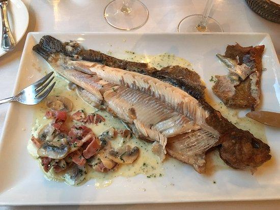 A la truite argentee: Zeer gelaagd bezoek. Ideaal als je van de lokale keuken wenst te proeven.