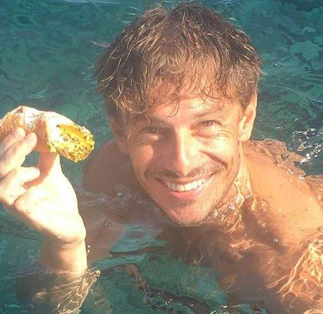 Santa Marina Salina, Italien: Il nostro cannolo con Giorgio Pasotti (grazie per averci scelto )