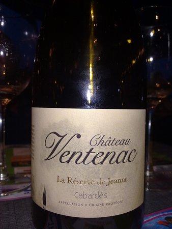 Aydat, فرنسا: Le (bon) petit vin qui nous a coûté un peu trop cher à mon goût !