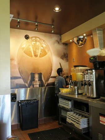 Camarillo, Califórnia: Waypoint Cafe is a great place for aviation fans (24/Jul/16).