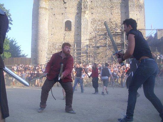 Montbazon, Francia: Votre guide Mathieu en plein combat c'est qu'il en jete le gailliard!