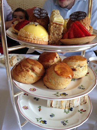 Colerne, UK: Afternoon tea