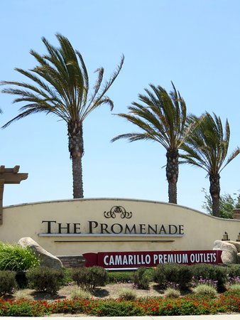 Camarillo Premium Outlets = Great value shopping (24/Jul/16).