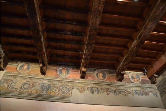 Controsoffitto in legno a cassettoni e affreschi for Controsoffitto in legno