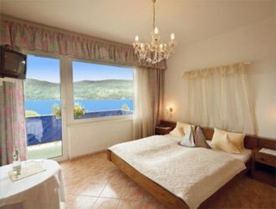 Millstatt, Østrig: Hotellzimmer mit Balkon & Seeblick
