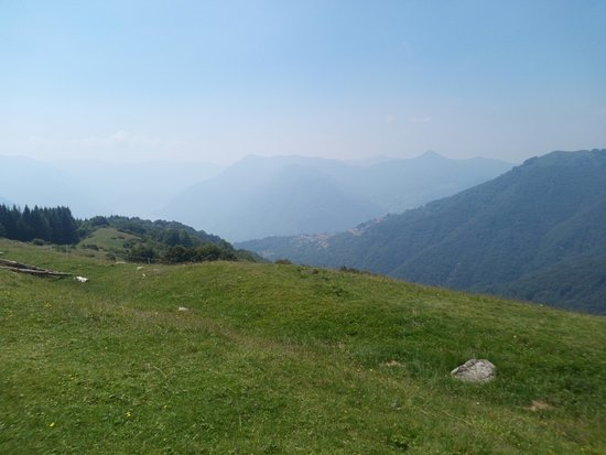 Colonno, Italia: view towards the lake