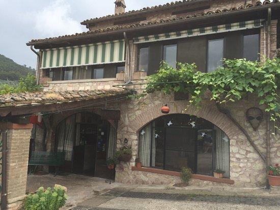 Trevi, Itália: Idromassaggio,piscina,spazio giochi per i bimbi pulizia camere e ottimo ristorante!