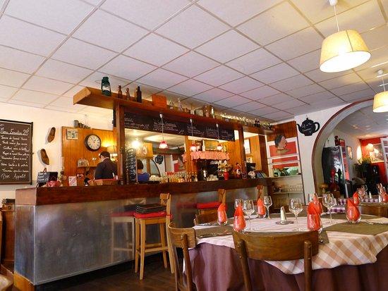 Alvignac, Frankrike: la salle et le bar