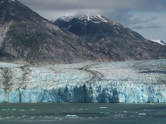 Tracy Arm Fjord: Look closely and you can see the tour boats near the glacier.