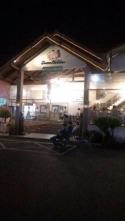 Pathum Thani, Tailandia: นิตยาไก่ย่าง