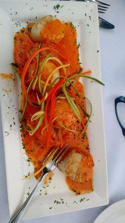 Sackets Harbor, NY: Scallops over lobster sweet potato cakes
