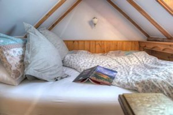 Tresaith, UK: Traditional Welsh box bed in the Hayloft