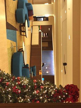 Fairfield Inn & Suites Orlando Lake Buena Vista: Christmas tree at the lobby