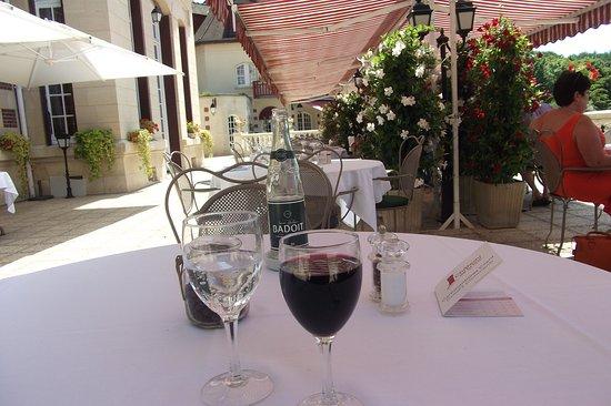 Gouvieux, Frankrike: Les tables sur la terrasse