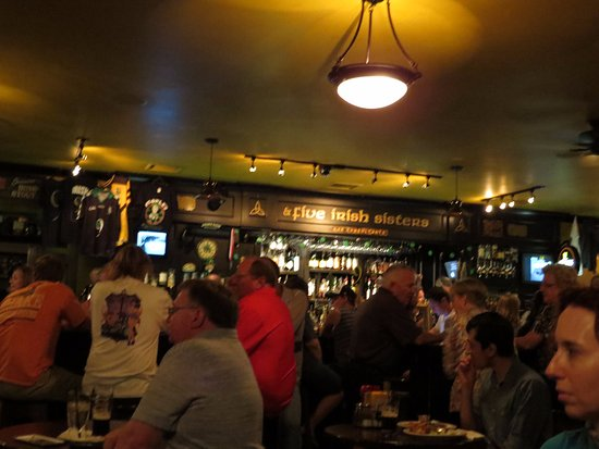 Nine Irish Brothers: Great bar, good music and a packed house