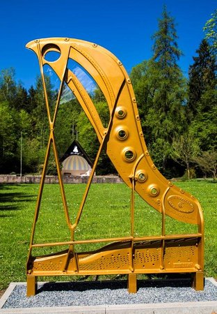 Steinway-Trail: Gussrahmen im Steinway-Park Seesen