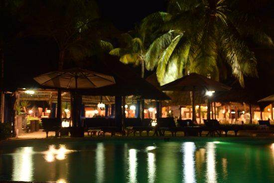 Breezes Beach Club Spa Zanzibar Pool Abends