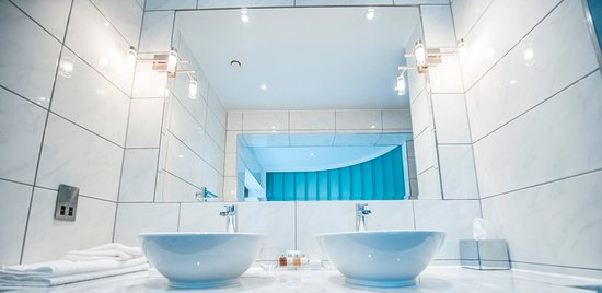 Newton Mearns, UK: Parklands Suite Bathroom
