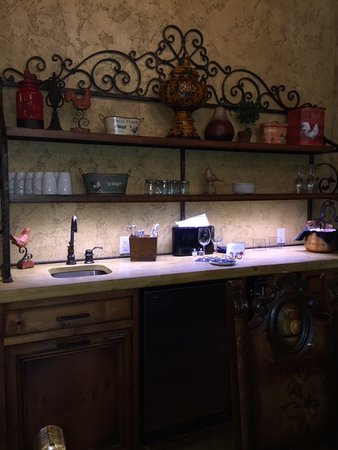 แคนตัน, โอไฮโอ: Small kitchenette area inside Firenze Villa