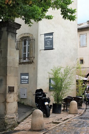 Cote Lourmarin: The entrance (motorcyle not included!)