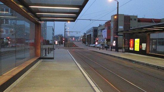 Glattbrugg, Suisse : The Glattburg tram stop just outside the Ibis