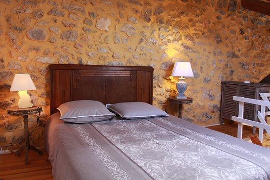 Fontjoncouse, França: La chambre Carrignan peut être louée avec le gîte