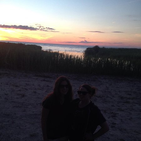 Port Elgin, Canadá: Sunset on the close beach, the beach for swimming is just down the road