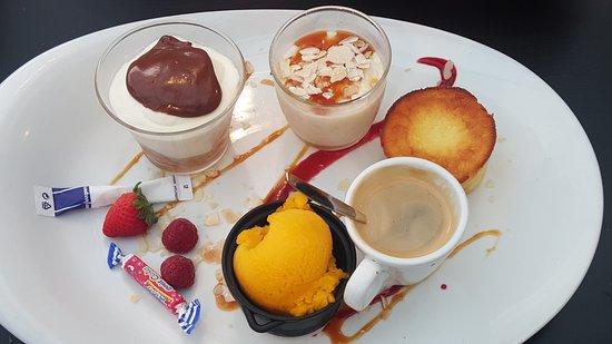 Le Chateau d'Oleron, Frankrike: le café ou plutôt dessert gourmand