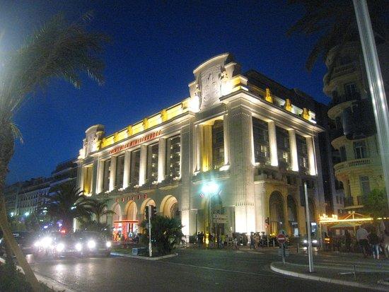 Hyatt Regency Nice Palais de la Mediterranee: Hotel abends