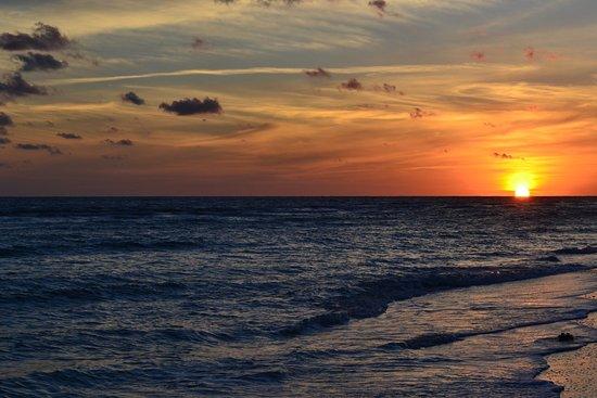 West Wind Inn: Beautiful sunset