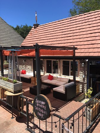 Solvang, Kalifornia: Outdoor patio is open!