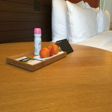 Hotel InterContinental Geneve: IHG Gold Ambassador welcome fruit and gift