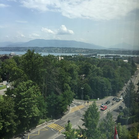 Hotel InterContinental Geneve: Partial Lake View