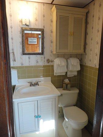 Londonderry, VT: Bathroom