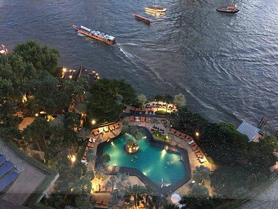 Shangri-La Hotel, Bangkok: Pool view