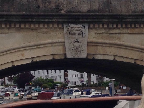 Henley-on-Thames, UK: The Angel on The Bridge