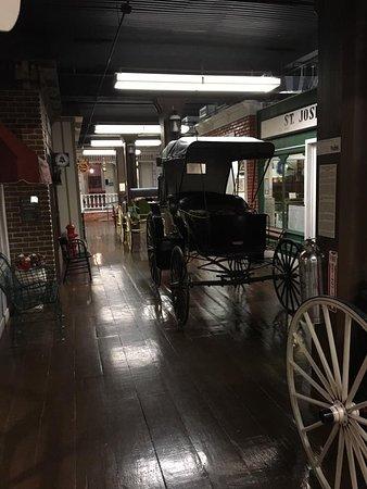 Saint Joseph, MO: Carriage Row
