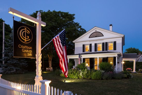 Chatham Gables Inn: Chatham Gables Summetime Dusk