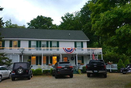 Saugatuck, MI: What a fantastic B&B. Incredible breakfasts, excellent atmosphere, and very friendly owners.