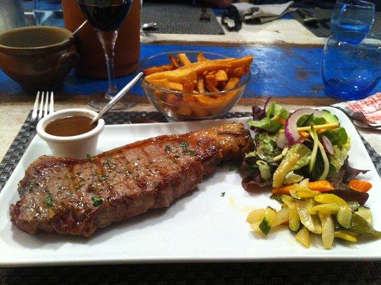 Louannec, Франция: viande rouge grillée et frites maison !!! un regal !