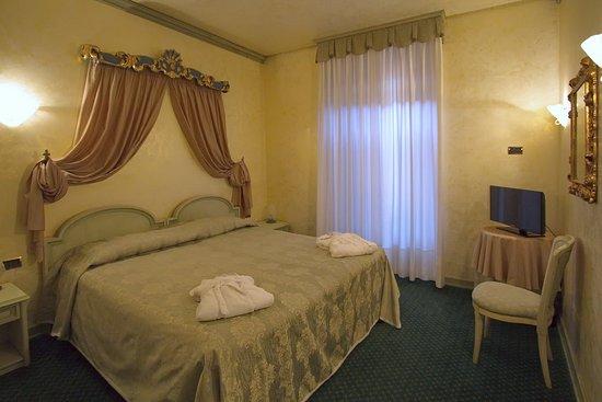 Colomba d'Oro Hotel: Bedroom
