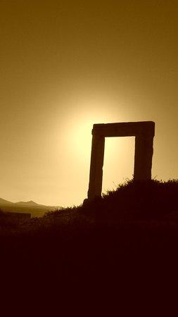 Agios Prokopios, Grækenland: Portara di Chora al tramonto