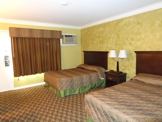 Rochester, MI: Two double bed