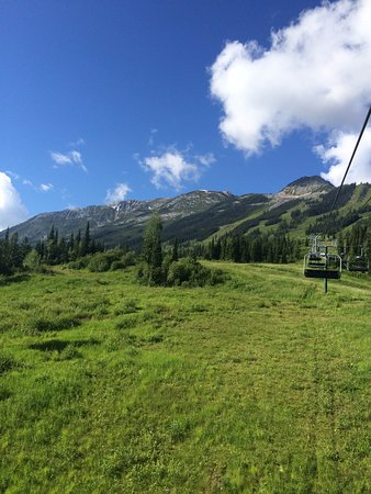 Golden, Καναδάς: Up the chairlift to the grizzly refuge