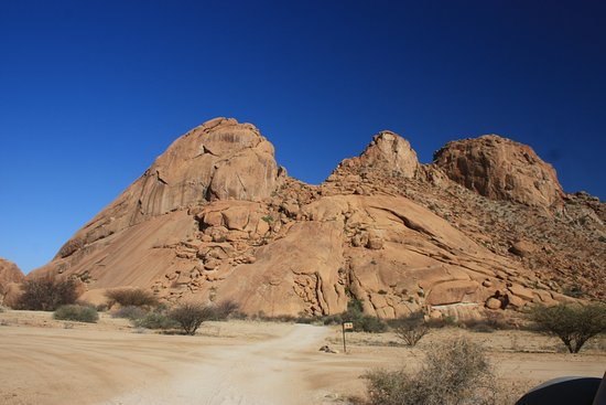 วอลวิสเบย์, นามิเบีย: Spitzkoppe mountains - join us on a day tour to this beautiful lanscape..
