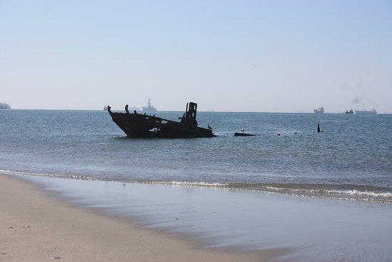 Walvis Bay, Namíbia: ship wreck near pelican point