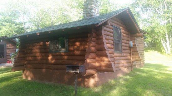 Iron Mountain, ميتشجان: Nice log cabins on the Menomonee river