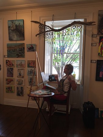 Greater Good Gallery : Artist working in the front room