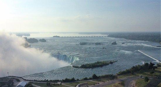 Vue de la rivière Niagara avant qu'elle s'engouffre dans les chutes.